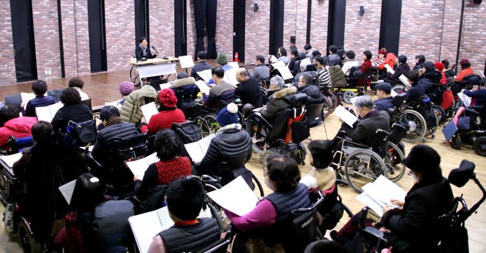 대한민국 휠체어합창단 이음센터 연습 사진_소셜포커스