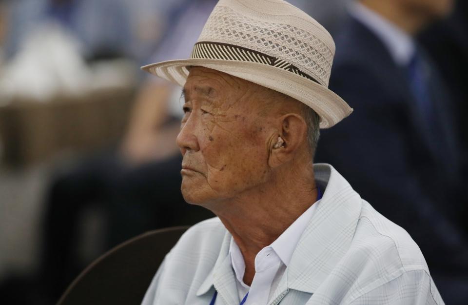 보청기를 끼고 있는 노인의 모습. (사진=뉴스1)