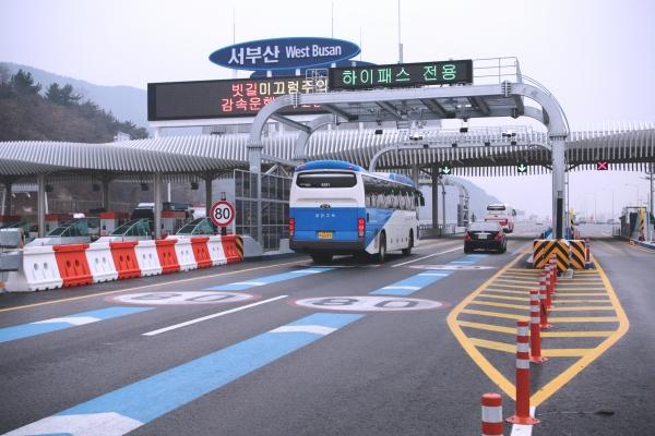 배기량 200cc 이상 6인승 차량도 23일부터 고속도로 통행료 감면@News1